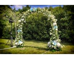 decoration exterieure tonnelle fleurs bleu et blanc