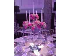 decoration table chandelier cristal fleurs roses rose