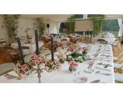 decoration table chandelier fleurs roses branchu rose