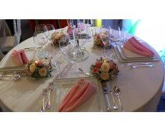 decoration table rond fleurs pastel