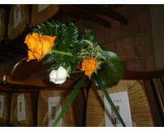 decoration eglise banc roses orange
