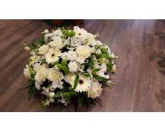 composition florale deuil blanc et vert