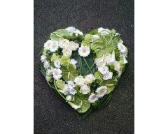 composition florale deuil coeur blanc et vert