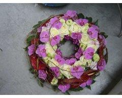composition florale deuil couronne mauve