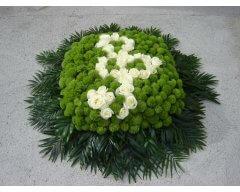 composition florale deuil coussin carre vert blanc