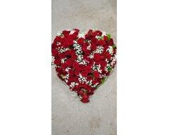 composition florale deuil coussin coeur roses rouges