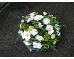 composition florale deuil coussin rond blanc vert