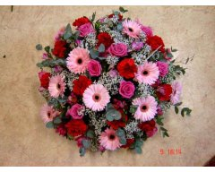 composition florale deuil coussin rond rose rouge