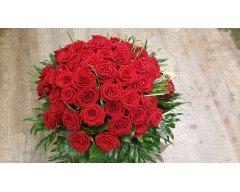 composition florale deuil coussin rond roses rouges