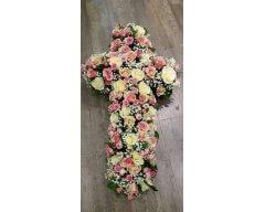 composition florale deuil croix