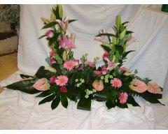 composition florale deuil devant de tombe pastel