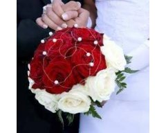 BOUQUET MARIEE ROND ROSES ROUGE ET ROSES BLANCHE