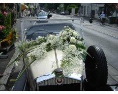 decoration vehicule guirlande de gypsophille.JPG